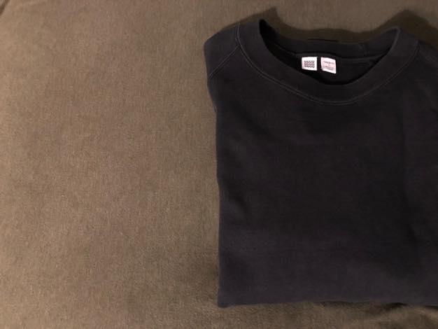 ユニクロユーのスウェットシャツ